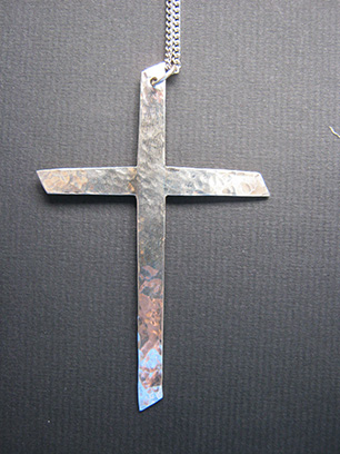 Examples of silver cross designs.